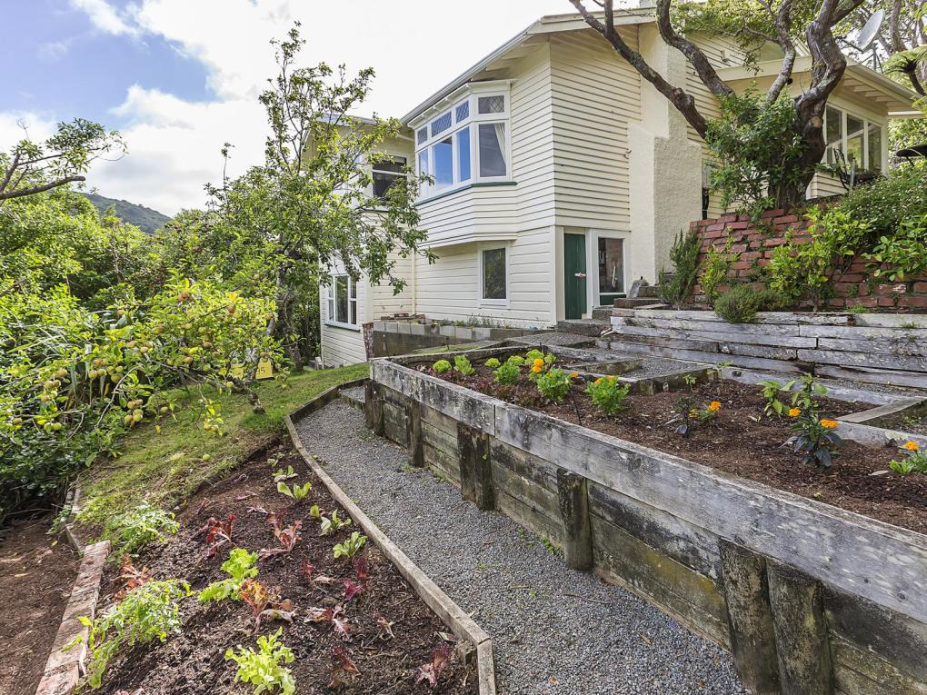 6 Highland Crescent, Wadestown